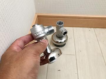 トイレ止水栓交換